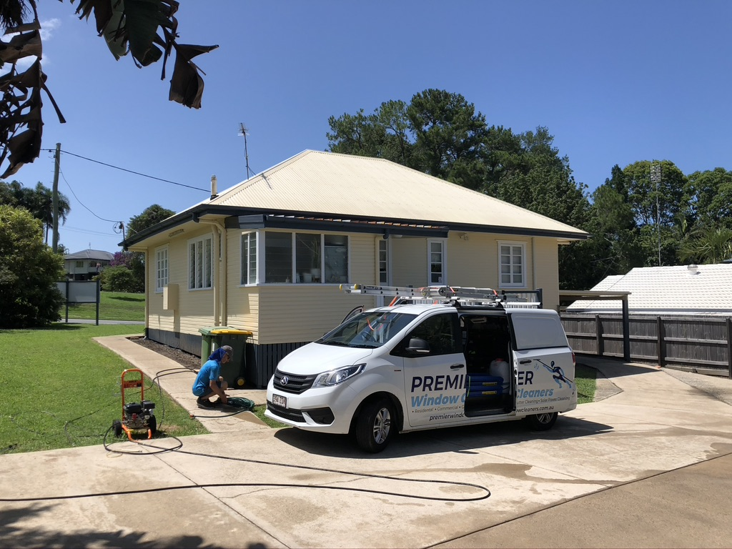 van prepares to clean white house